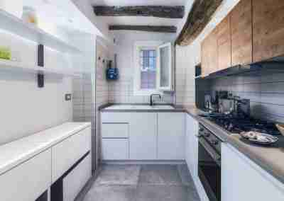 Cucina bianca su misura in legno COD. PRV0001 - Atanor Falegnameria Bologna