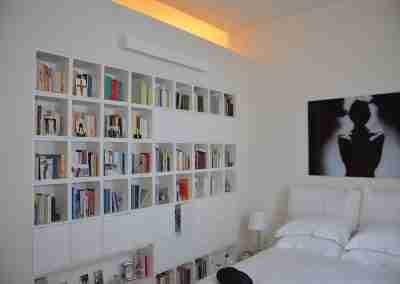 Camera da letto e libreria bianca COD. PRV0007 - Atanor Falegnameria Bologna