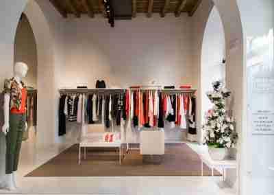 arredamento-negozio-abbigliamento-COD.BUS0012_2