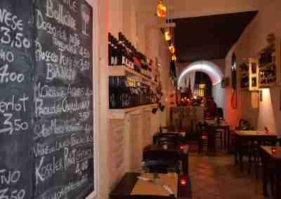 Arredamento per ristorante enoteca di Bologna
