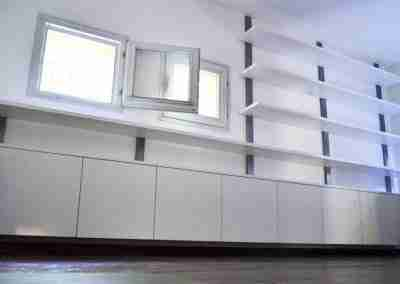 COD. PRV0013 Libreria su misura in legno e ferro verniciato bianco