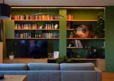 Libreria laccata con ripiani in rovere COD. PRV0018 - Atanor Falegnameria