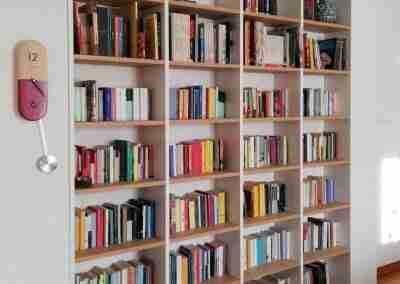 COD.PRV0022 Libreria bianca e mobile soggiorno in rovere